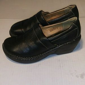 BORN BLACK LEATHER 38 WEDGES CLOGS